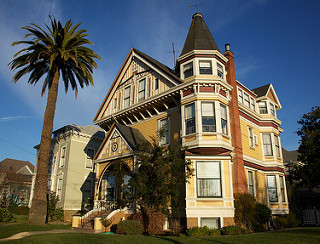This Queen Anne Victorian has 13 bedrooms. It stands at 1000 Paru Street - on the Corner of Paru Street and San Jose Avenue across from Franklin Park in Alameda, CA. It was built in 1893; Architect was Otto Collischonn (according to An Architectural Guidebook to San Francisco and the Bay Area By Susan Dinkelspiel Cerny)